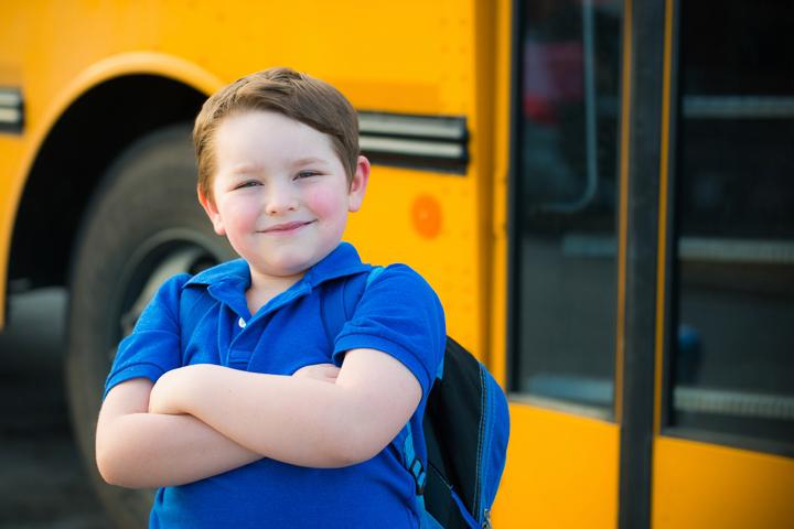 Водитель школьного автобуса удивил всех пассажиров, когда он оскорбил маму маленького мальчика. Но ответ мальчишки – шок!