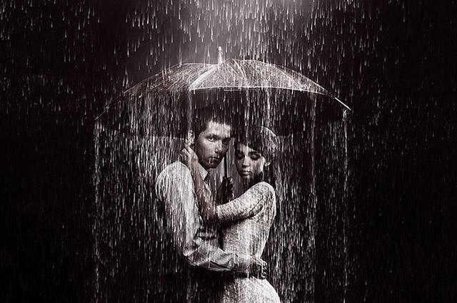 Отдавая этот зонт незнакомке, он даже не подозревал, что его ждет такая захватывающая история