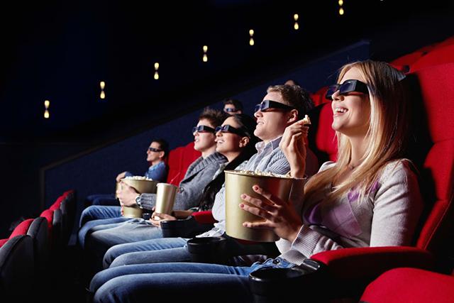 Когда эти опоздавшие зашли в кинозал и услышали крики, то были в шоке от происходящего