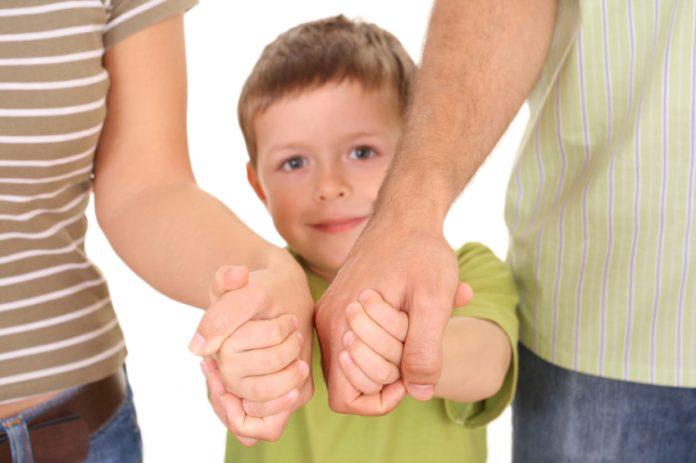 Приёмного мальчика дразнили в школе, что мама оставила его в мусорном контейнере. Что сделал его брат — это золото!