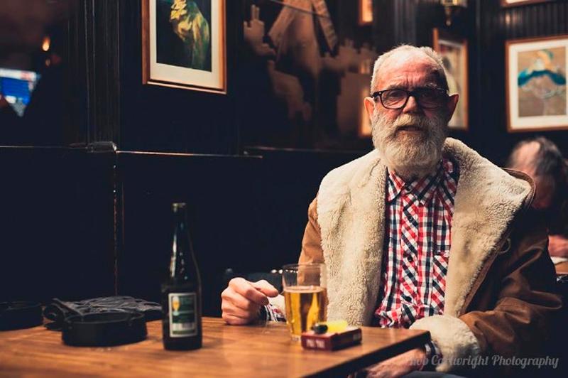 Этот старик дал лучший ответ после того, как подошел к девушке в баре!