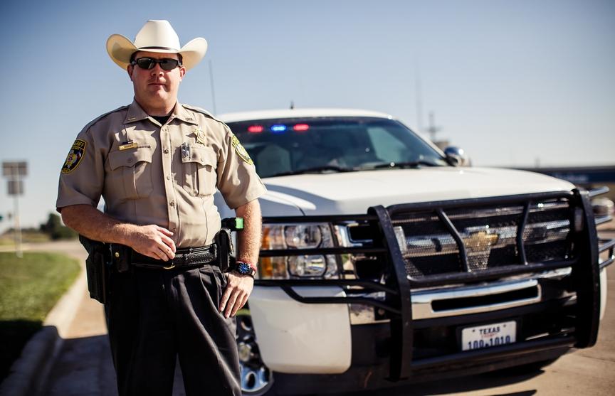 Полицейский остановил парня за превышение скорости. Но потом его жена сказала это!