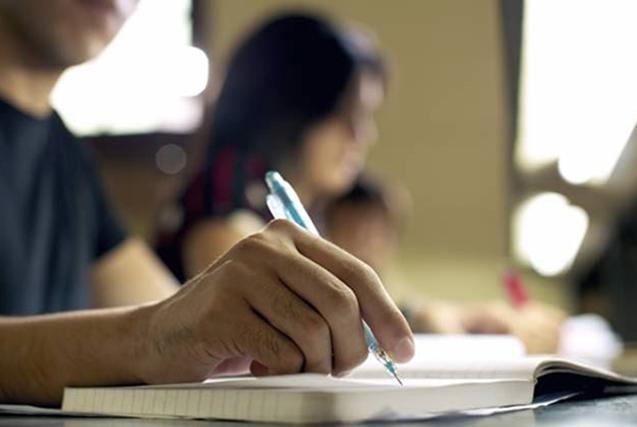 Достав на экзамене учебник для начальной школы, она знала как озадачить преподавателя