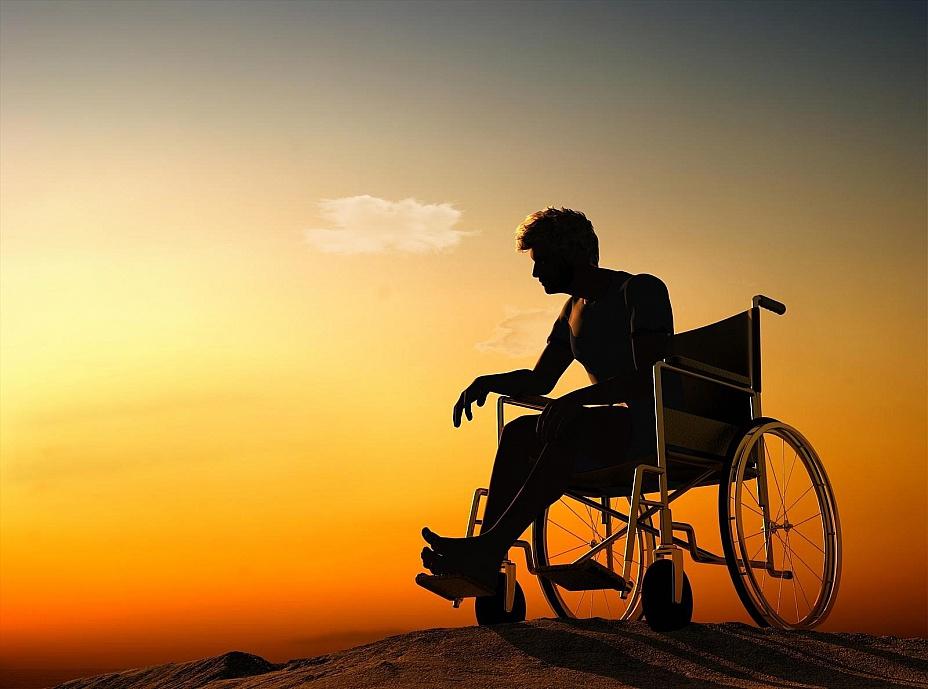Она была потрясена, когда на ее мужа в инвалидном кресле, неодобрительно смотрели в торговом центре. Но реальность шокирует!