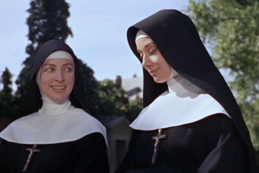 Монахиню провожают странными взглядами после пробуждения однажды утром. Причина этому довольно дикая!
