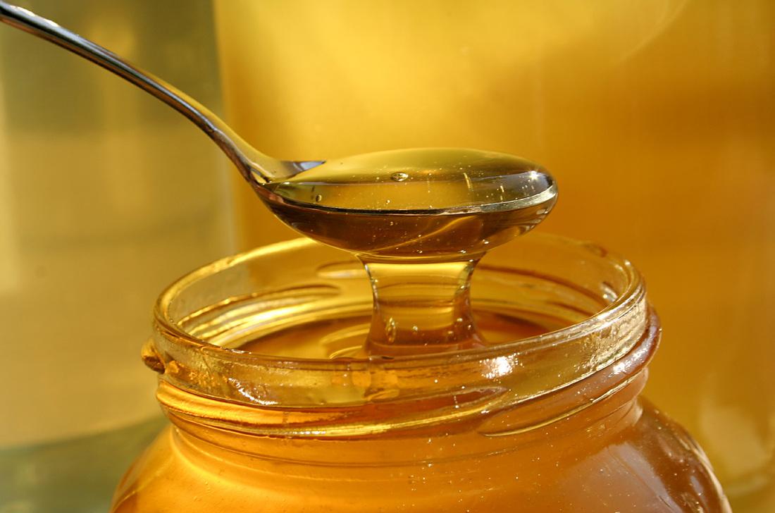 Маленький Джонни пришел в магазин за медом. Но то, что он сделал потом – удивительно!