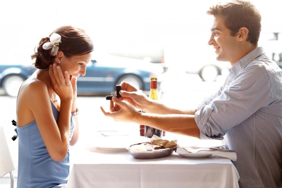Богатый мужчина на свидании попытался сделать своей избраннице предложение. Но никогда не ожидал, что произойдет это!