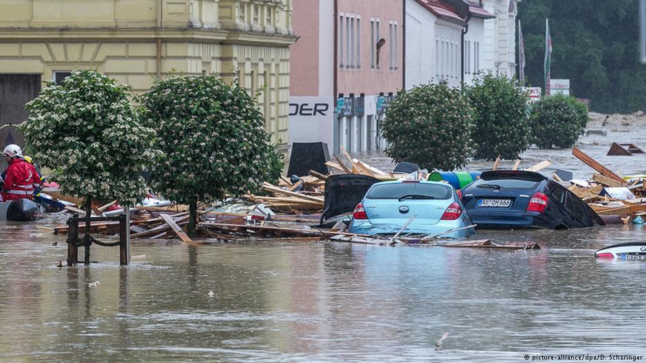 Старая дама отказалась от помощи после наводнения. Но результат — шокирует!
