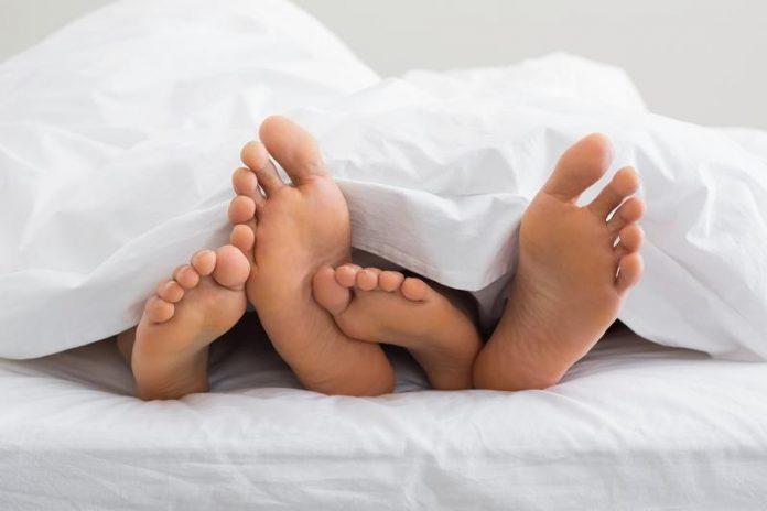 Жена в постели с мужчиной фото фото 271-546