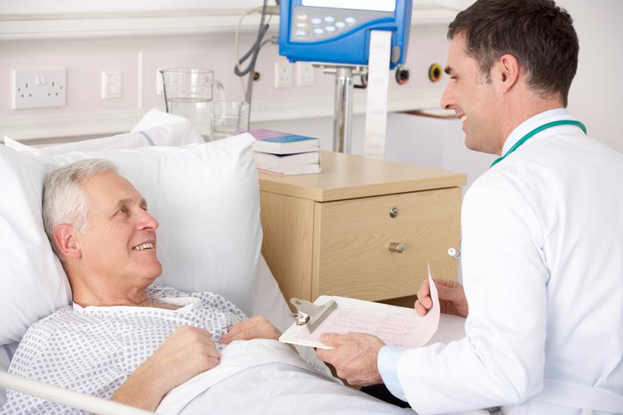 Врач начинает рассказывать умирающему пациенту, что делать, чтобы жить дольше. Но то, как он подытожил – шок!