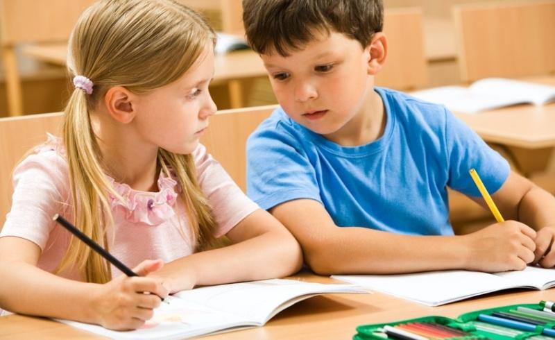Учительница знала, что ее ученик жульничал, проходя свой тест. Но то, как она доказала это – умора!