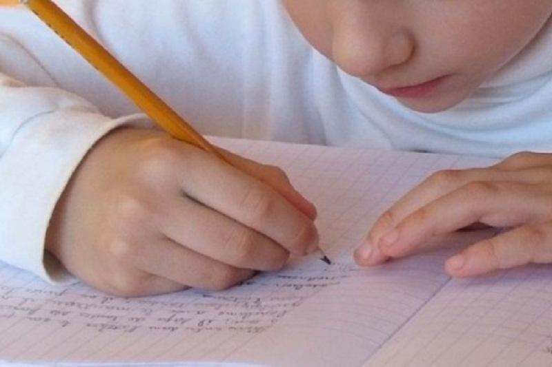 Эта учительница дала письменное задание детям в ее классе. Но она рыдала, когда ребенок написал это!