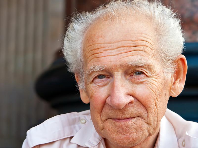Дед вызвал милицию, чтобы поймать воров. Милиция не согласилась приехать. Что сделал дед — просто невероятно!