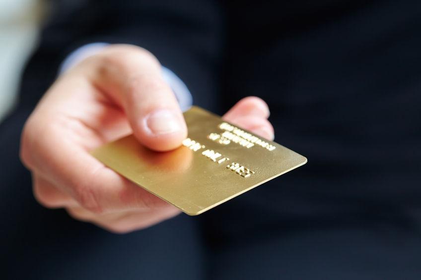 Банк посылает мужчине уведомления с просьбой оплатить его задолженность по кредитной карте. Его реакция – бесценна!