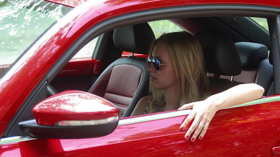 Женщина-коп остановила блондинку, которая была за рулем спортивного автомобиля. Но то, что произошло после этого – уморительно!