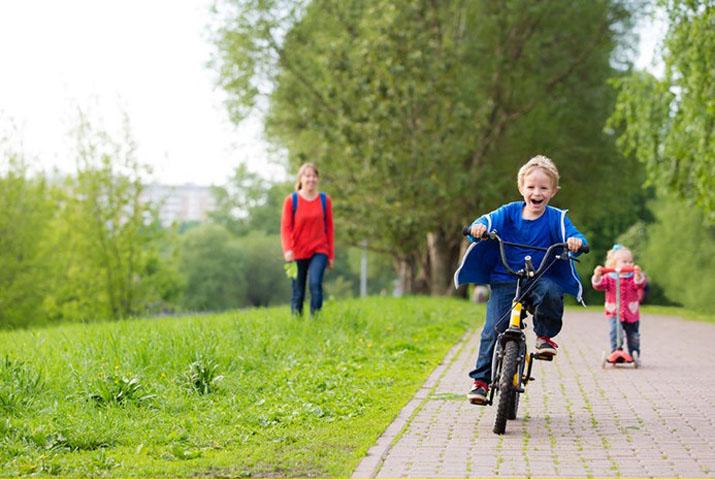 Кто-то украл его детский велосипед. Но его отец был потрясен, увидев татуированного незнакомца, который сделал это!