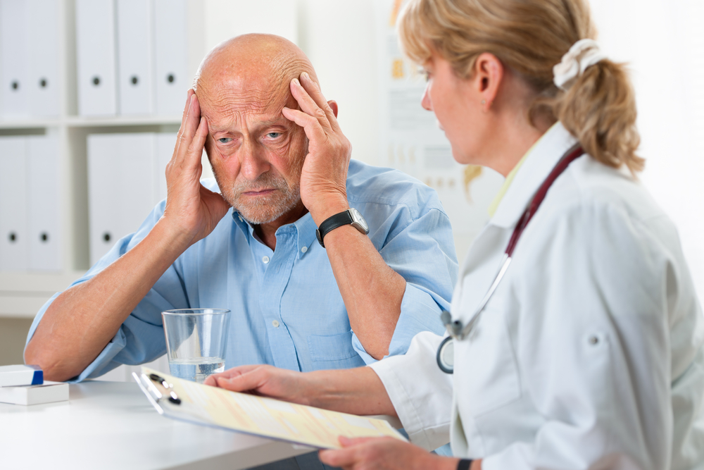 Этому адвокату диагностировали болезнь Альцгеймера после выхода на пенсию. Но он был потрясен, когда его друг сделал это для него!