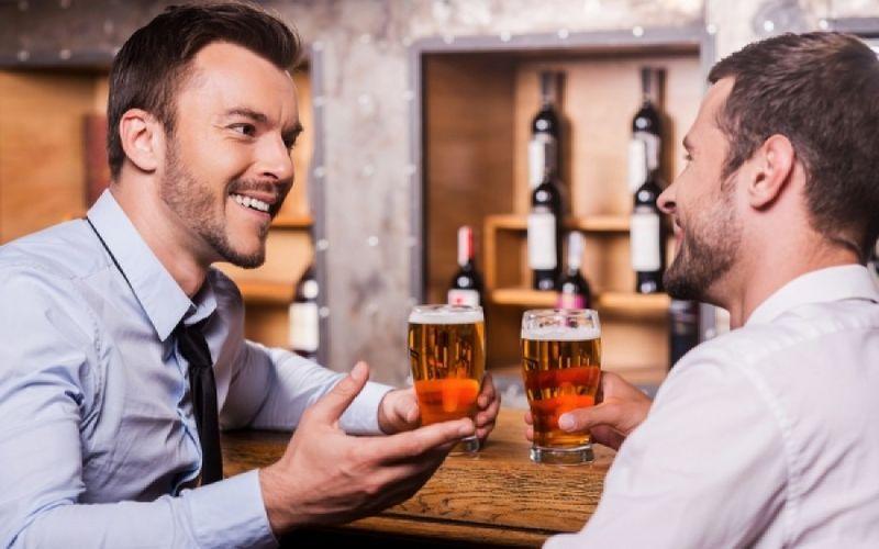 Двое приятелей разговаривали о том, как их встречают жены после вечеринки. Второй ответ — это нечто!