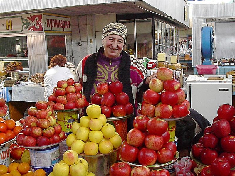 Бабка продавала яблоки с Чернобыля.Как думаешь, кому они понадобились?…