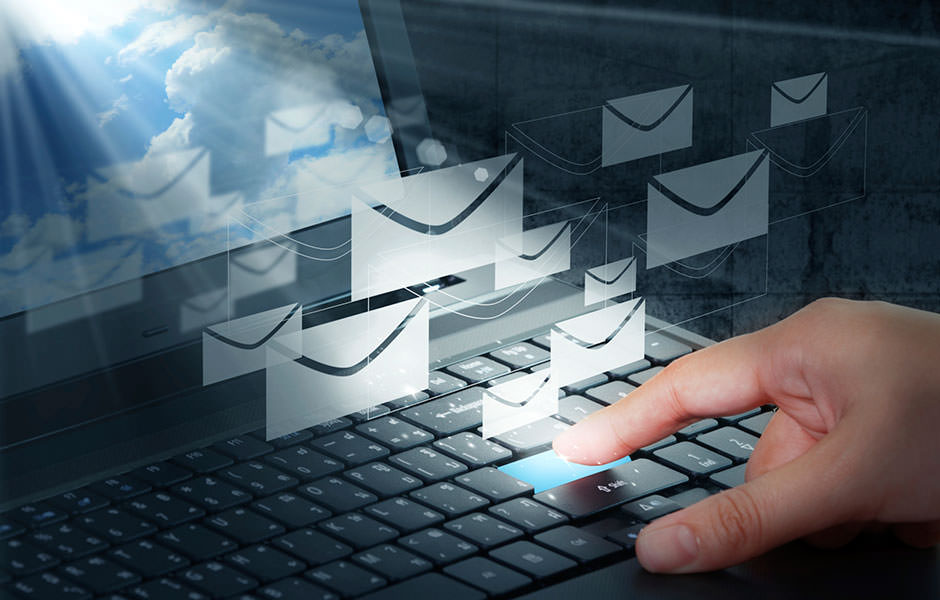 Новоиспеченный муж отправил письмо на неправильный адрес электронной почты. Получатель вскрикнула и упала в обморок, когда прочла его!