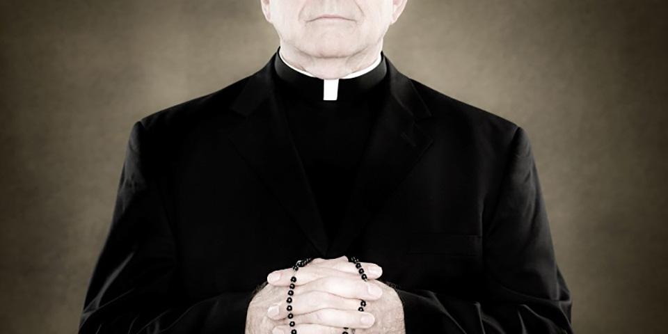 Священника остановили на таможне, но то, что он сказал там — это самая настоящая умора!