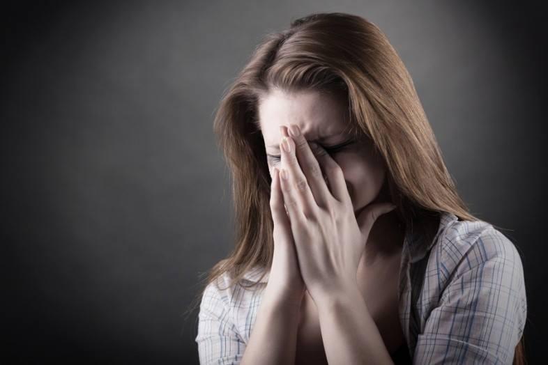 Она ждала плохую новость о своем муже, который был на войне. Но была потрясена, когда двое мужчин в униформе постучали в ее дверь и сказали это!