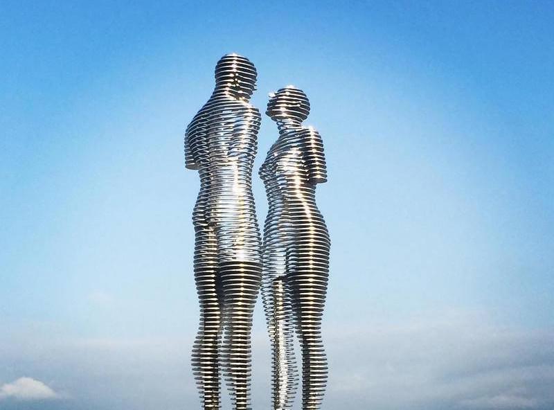 Бог сжалился над статуями и оживил их на 15 минут. То, что они делали в это время — бесценно!