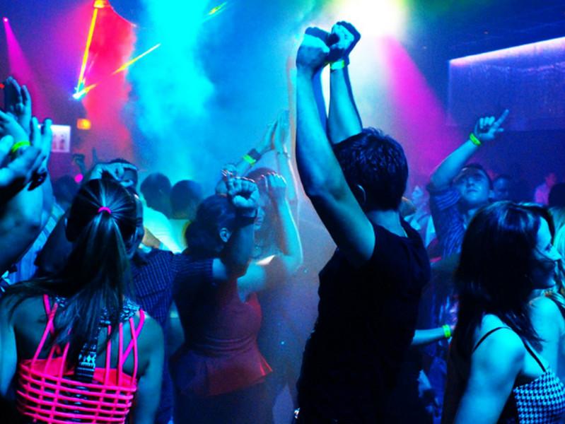 Обожаю ходить в ночной клуб! Вокруг праздник, кипение жизни, веселье, алкоголь! Но, дальше происходит нечто необычное!