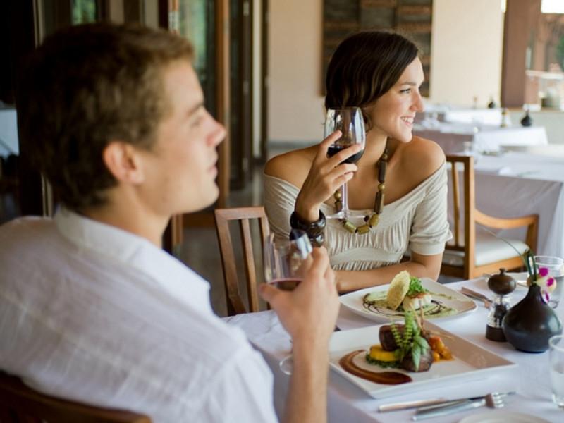 Жена с мужем сидела в баре. Тот диалог, который произошел дальше — стоит прочитать!