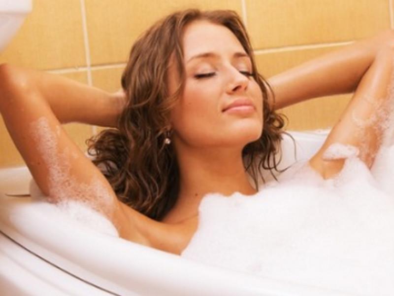 Лежу в ванной, вдруг слышу, наверху такие охи-вздохи! Ну, не смогла промолчать!