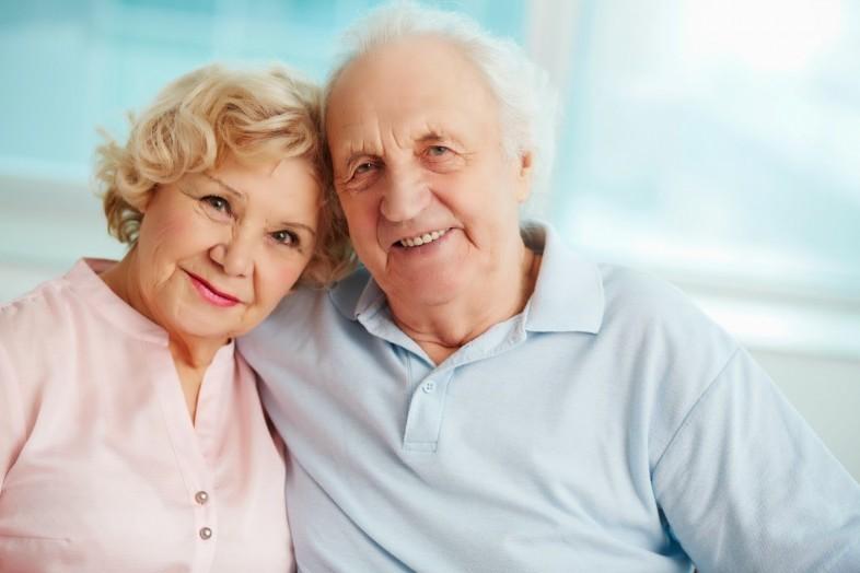У пожилой пары возникают проблемы с памятью. То, как они придерживаются совета доктора – уморительно!