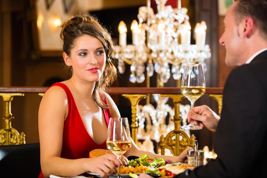 Он никогда не ожидал встретить такую красивую и умную женщину, в ресторане отеля. Но тогда произошло это!