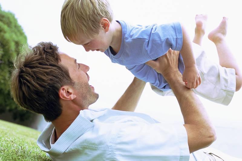 Его жена, рассказала ему правду об их сыне, спустя 15 лет. То как поступил отец после этого – бесценно!