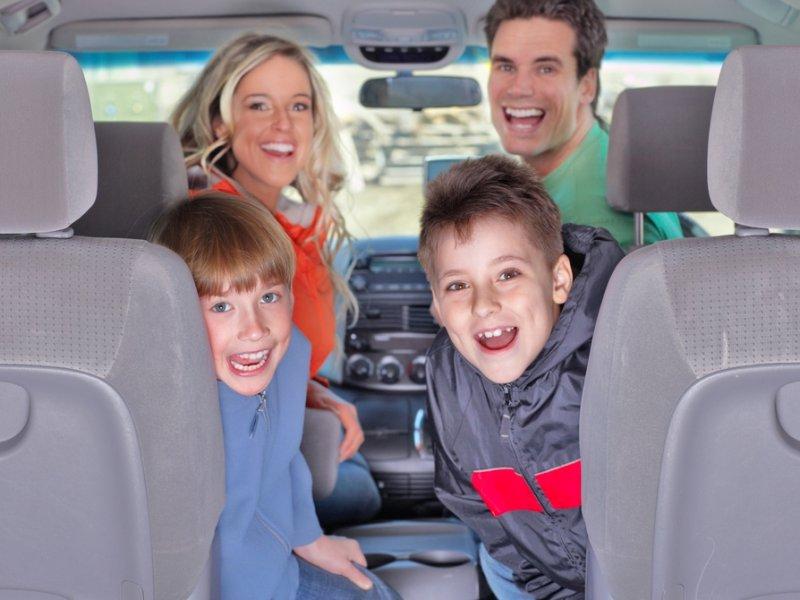 Семья греет машину. То, что сказал мальчик — просто умора!