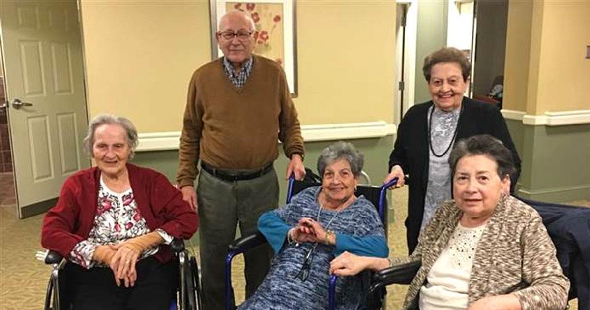 5 пожилых братьев и сестер живут вместе в одном доме престарелых. Их отношения показывают нам истинное значение семьи!