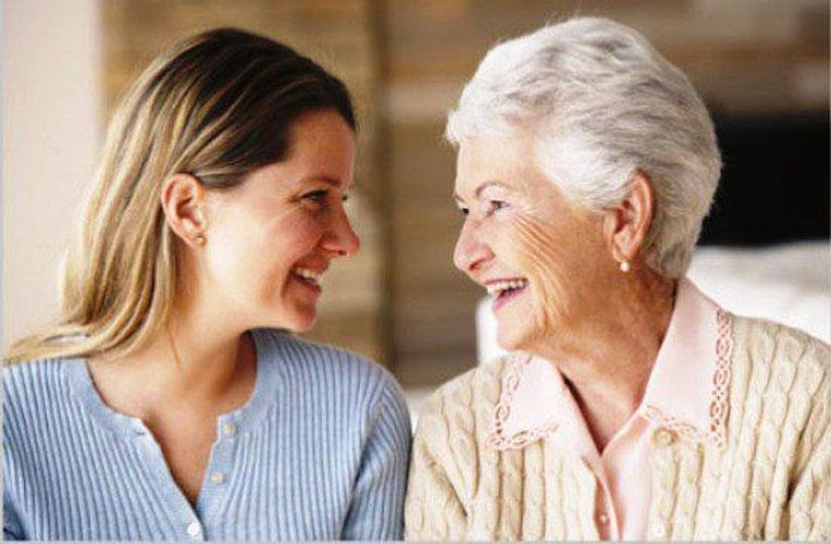 У нее была куча товара в корзинке, а у маленькой старой леди всего только одна покупка. То, что последовало потом — просто золото!