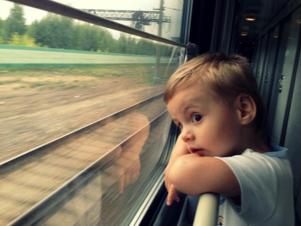 Маленький мальчик сидел рядом с ней, когда поезд въехал в тоннель. Но она была в шоке, когда он сделал это!