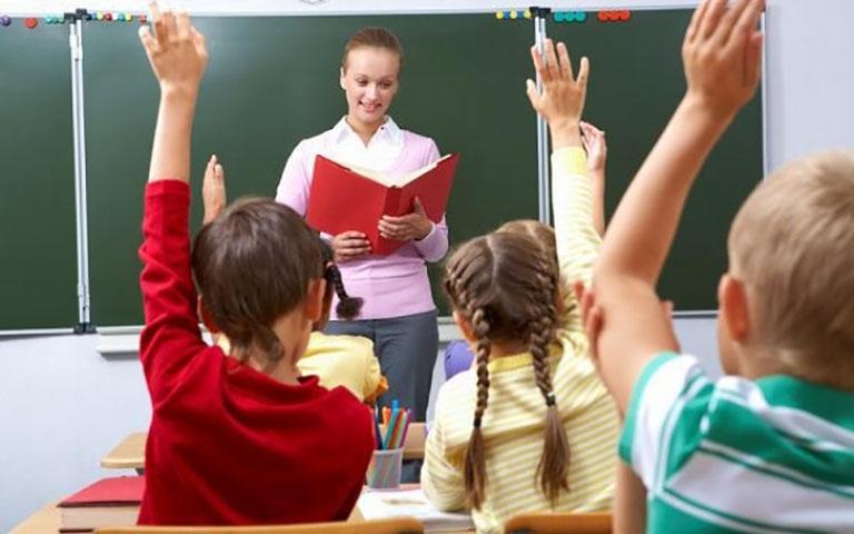 Учитель спрашивает свою ученицу, почему она не американка, ее ответ – потрясающий!