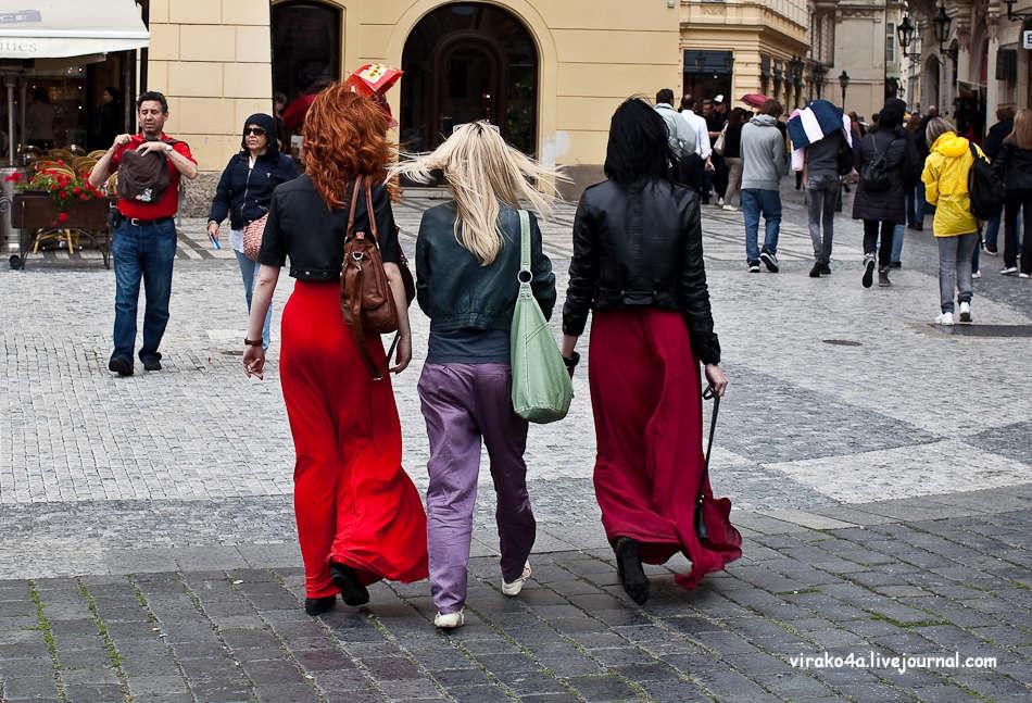 Девушки пытаются уйти с работы раньше времени, но когда одна из  них приходит домой, то обнаруживает то, чего она не ожидала!
