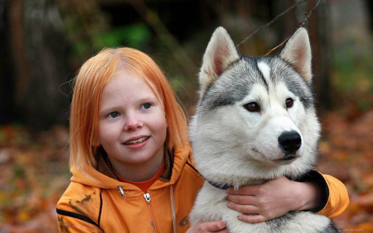 У собаки этой маленькой девочки был «жар», но она все равно вывела ее на прогулку. Что она сказала после – уморительно!