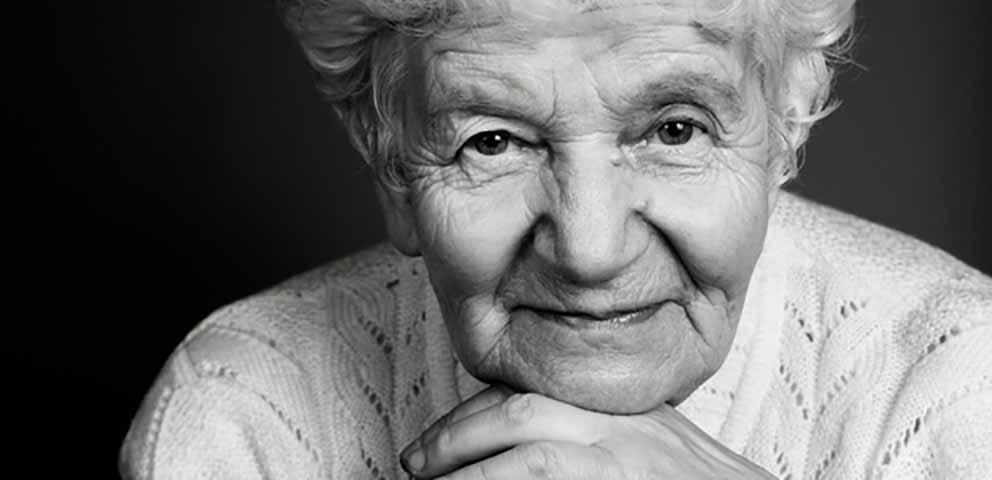 Маленькая девочка сказала самые милые слова для своей бабушки. Это весело!