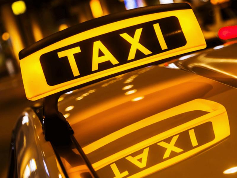 Парень вызвал такси к офису. Вопрос таксиста ввёл его в ступор…