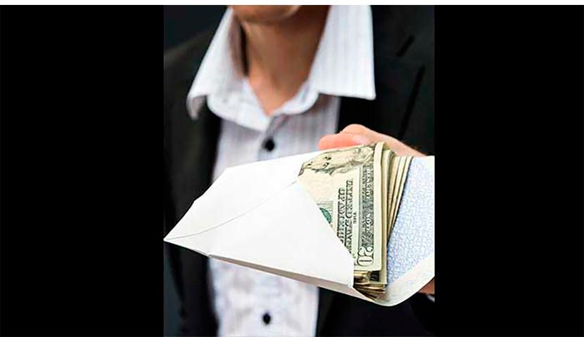 Он нашел $14500 в конверте на стоянке и пытался найти, того кто потерял эти деньги. Но никогда не думал, что произойдет это!