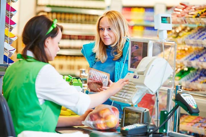 У этой молодой мамы не было денег, чтобы купить памперсы. Но она не ожидала такой реакции от других клиентов в магазине!