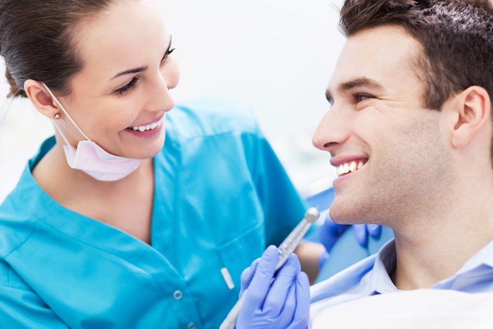 Мужчина отказывается слушать женщину-стоматолога. Но он был в шоке, когда она сказала ему это!