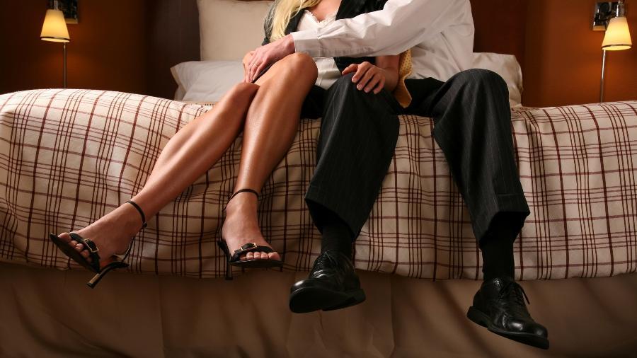 Она изменяла ему несколько раз, и сбежала с человеком, с которым она познакомилась через интернет. То, что последовало потом – невероятно!