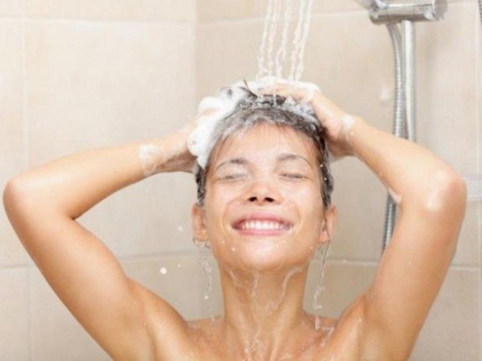Как принимают душ женщины и как мужчины. Это так верно подмечено!