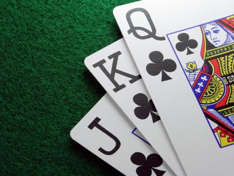 Папа играл в покер с друзьями. Сынок помогал, как мог…