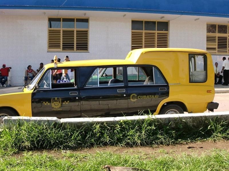 Еврей решил с другом проехать на такси. Только послушай, что он спросил у водителя!