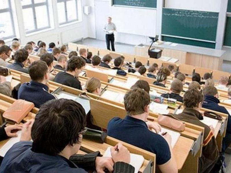Профессор хотел отругать студентов за летающие записки. Но, не тут-то было!
